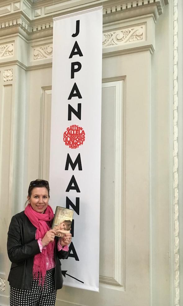 Suosittelen lämpimästi sekä Virginie!-kirjaa että käyntiä upeasti kuratoidussa Japanomania-näyttelyssä.