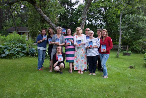 Kirsin Book Club kokoontui kesäkuussa Airin luona Kumpulassa.