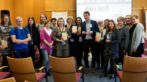 Juha Itkonen, Kirsin Book Club ja osa yleisöstä.