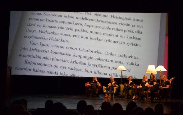 Kansallisteatterin näyttelijät lukivat näyttämöllä otteita ehdokaskirjoista.