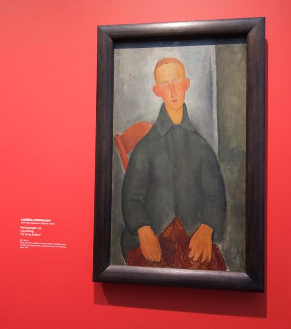 Värit pehmenivät eteläisen Ranskan valossa. Poika lyhyissä housuissa vuodelta 1918.
