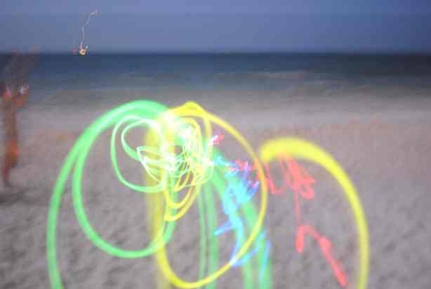 Taking glow stick photos at night: simple and pretty!