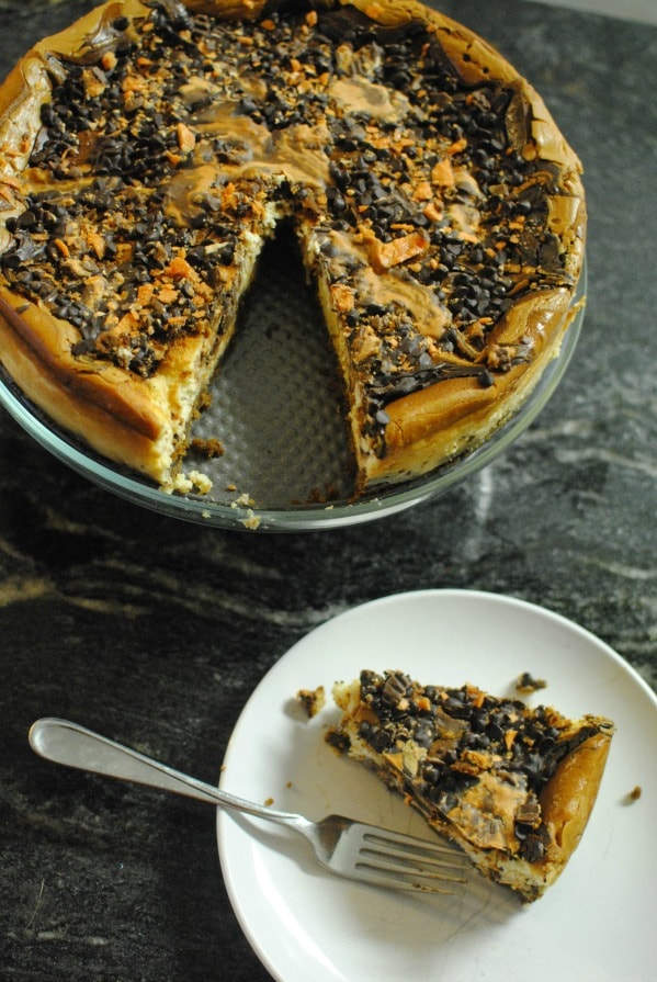 Butterfinger Cup Cheesecake--classic with a new twist. #thatnewcrush #cbias #shop
