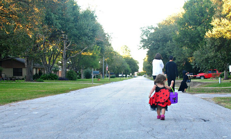 halloween road
