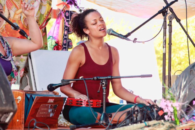Calia at Bhakti Fest West in Joshua Tree, CA (photo by Shanti Scribe • www.shantiscribe.com)