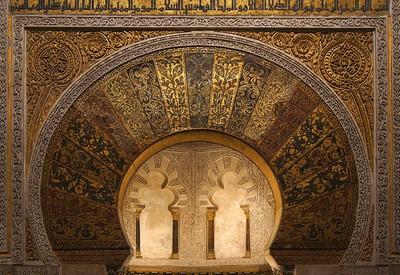 Mihrab Masjid Cordoba yang masih berhiaskan kaligrafi Alquran
