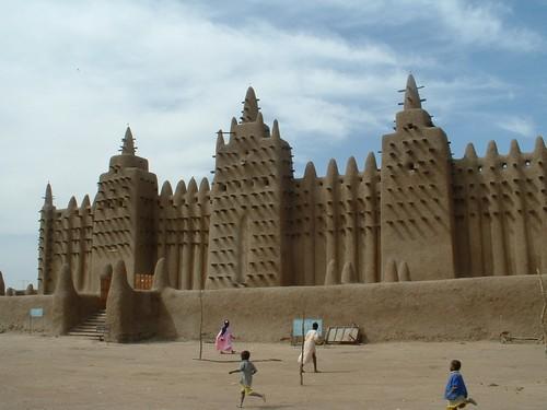 Masjid Sankore dan universitas di Timbuktu dengan arsitektur khas Mali