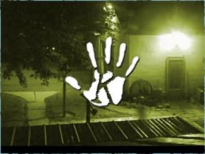 Rejtélyes árnyalak lebegett át egy tetőn pont a biztonsági kamera előtt