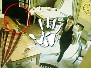Szoknyás kislány szelleme követte a kocsmában takarító pincérnőt