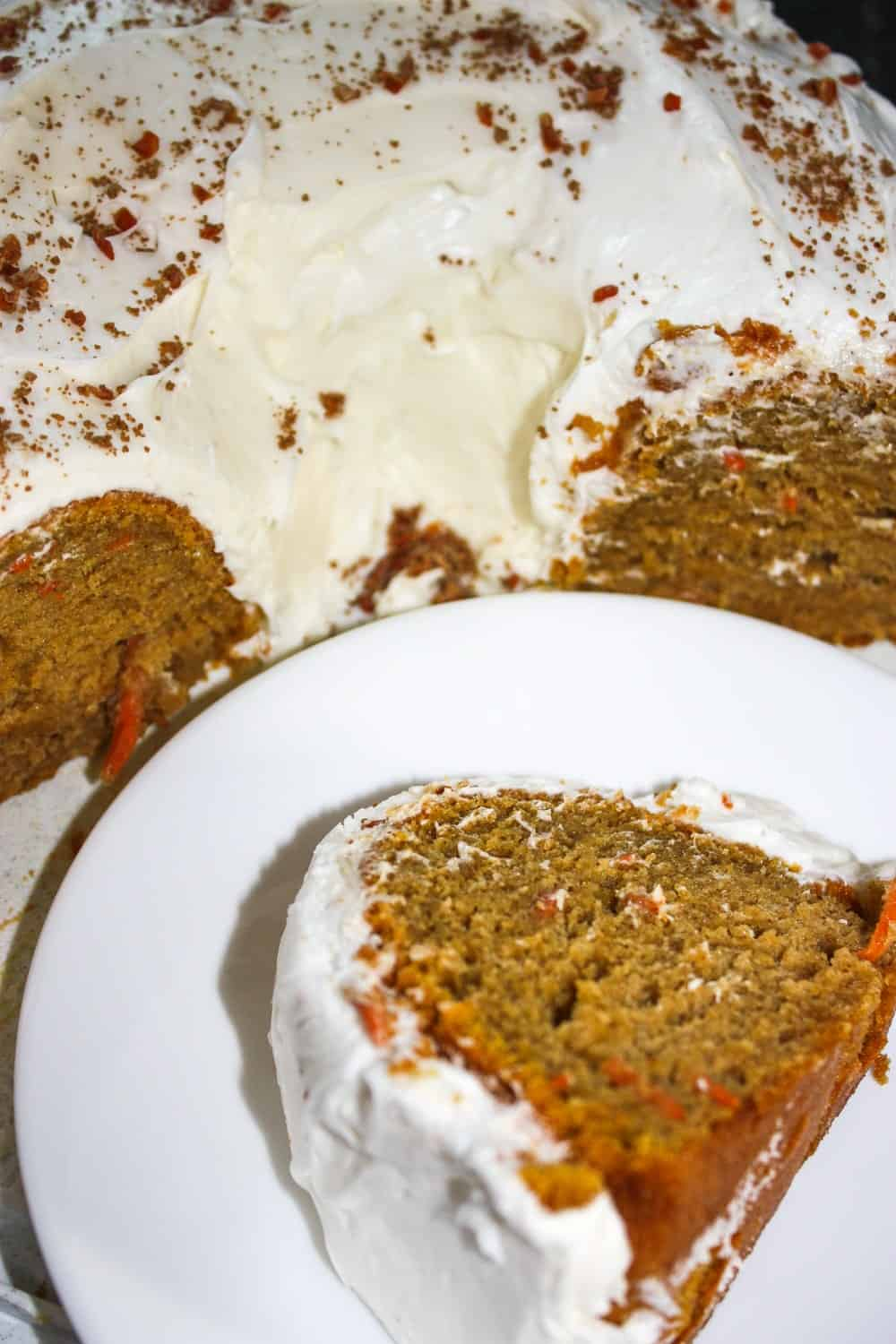 The flavours of fall suit both pumpkin cake and carrot cake so I decided to combine them and the result was this delicious gluten free Pumpkin Carrot Cake!