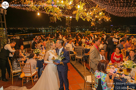 GOLDEN NIGHT SKY | K.I.S.S VIETNAM WEDDING PLANNER