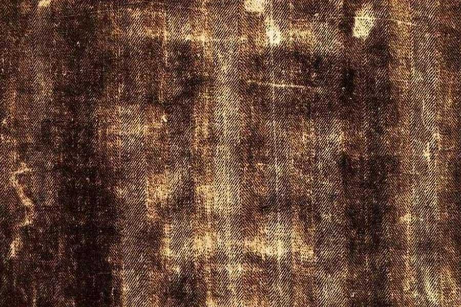 Studi Baru Kain Kafan Turin Mengungkap Darah Seorang Manusia yang Disiksa dan Dibunuh