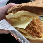 たい焼きアレンジ料理?美味しいご当地グルメ千歳鯛バーガーを千歳市道の駅サーモンパーク千歳近くで発見!