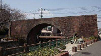 せせらぎと赤煉瓦の橋【九州鉄道茶屋町橋梁】