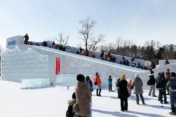 氷のすべり台