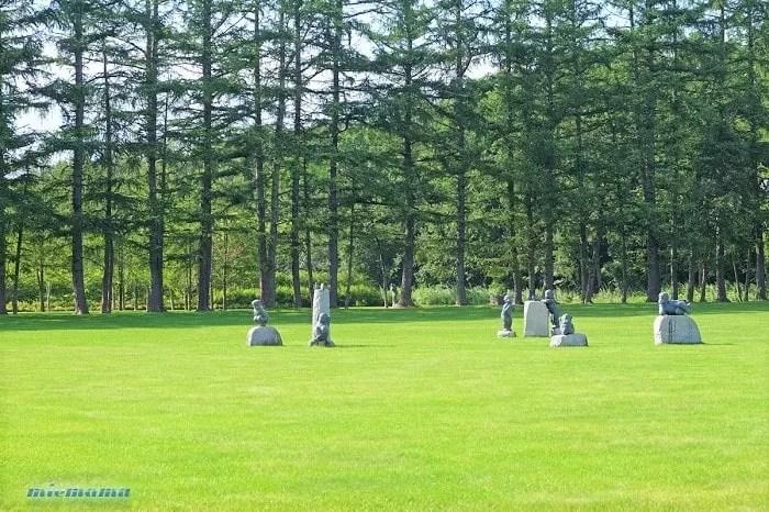 芝生広場 美術村庭園