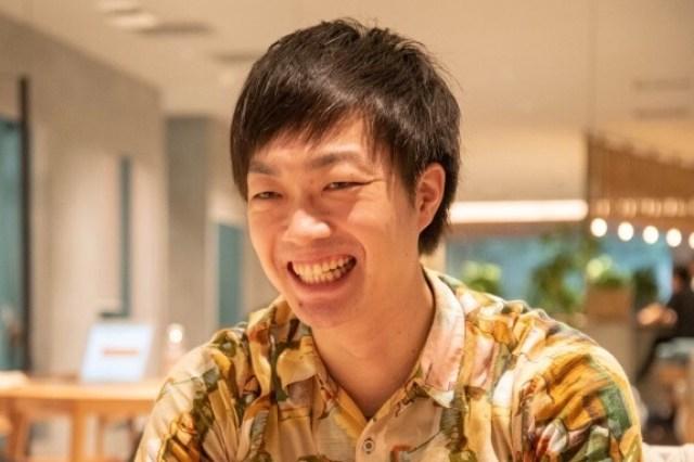 侍エンジニア塾インタビュー時の元銀行員エンジニアきたしょーの写真。