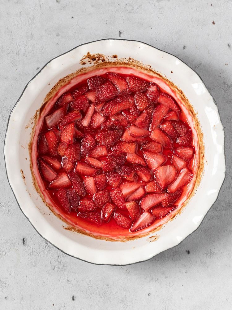 The roasted strawberries in a pie dish