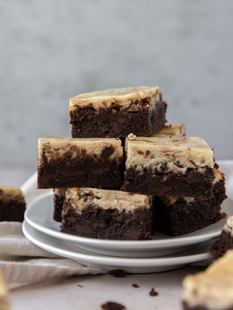 A plate of cheesecake brownies