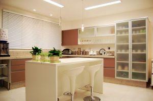 Cheerful_Brown_White_Modern_Kitchen_Island