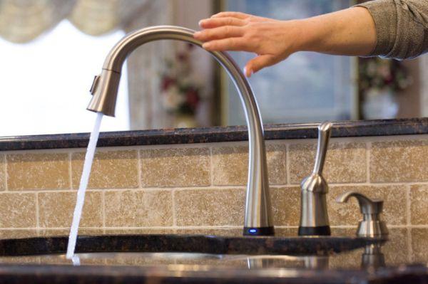 Touch Sensitive Kitchen Faucet (3)