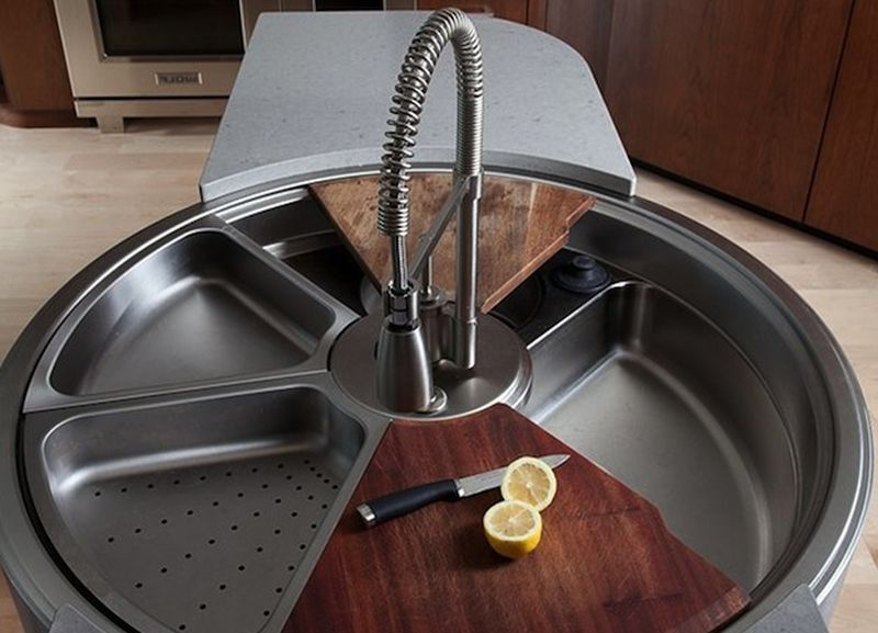 Rotating Sink with Cutting Board and Colander