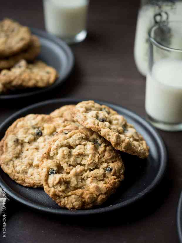 White Chocolate Chip and Currant Oatmeal Cookies are the easiest recipe to chewy satisfaction!