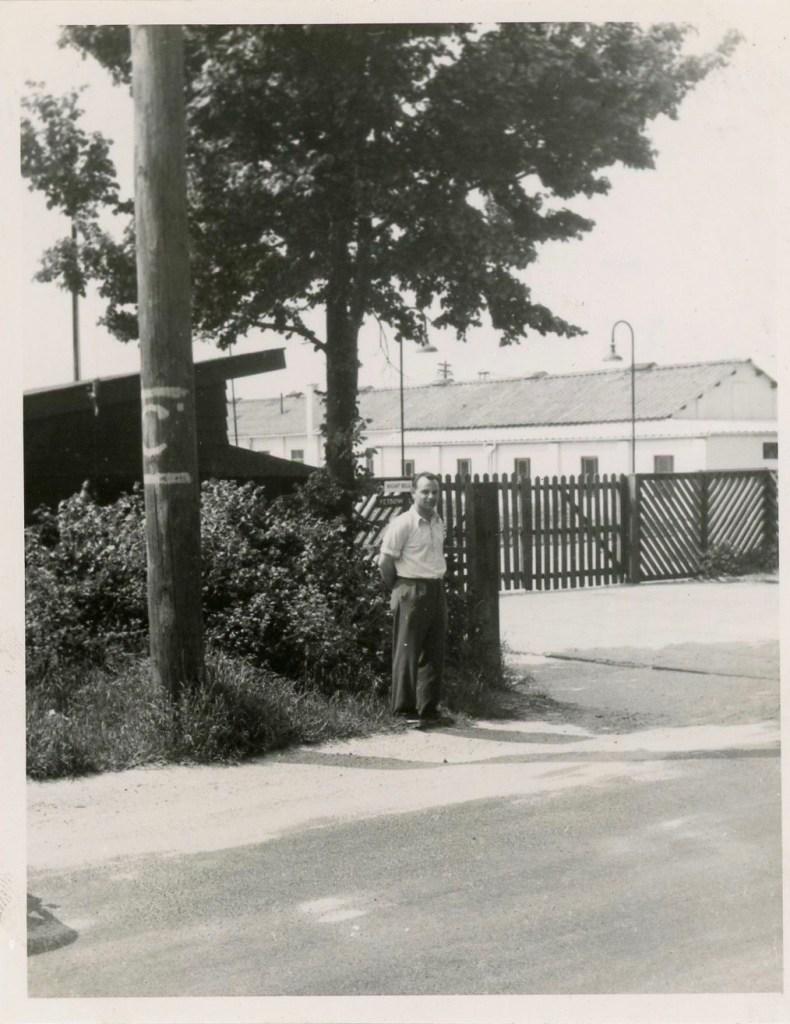 Kitchener camp, Hans Futter, Joachim Reissner by camp gates