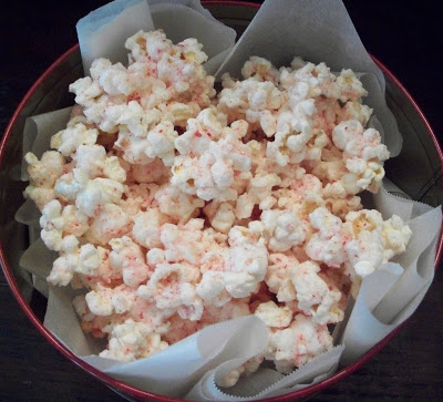 North Pole Cupcakes & Peppermint Popcorn for Christmas!
