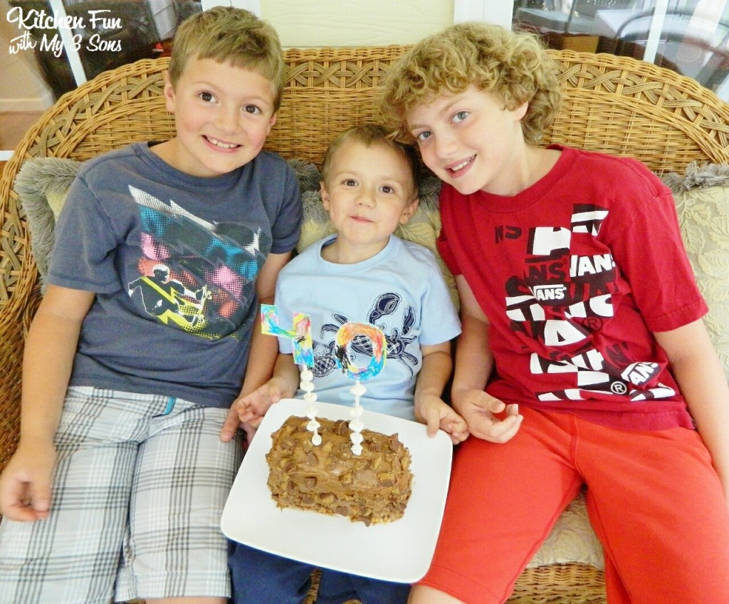Here are my little chefs with the fun cake they created me