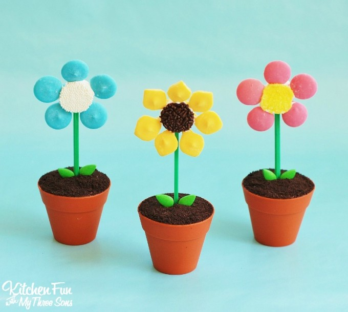 Flower Pot Cupcakes..a fun & easy Spring treat that the kids will love from KitchenFunWithMy3Sons.com