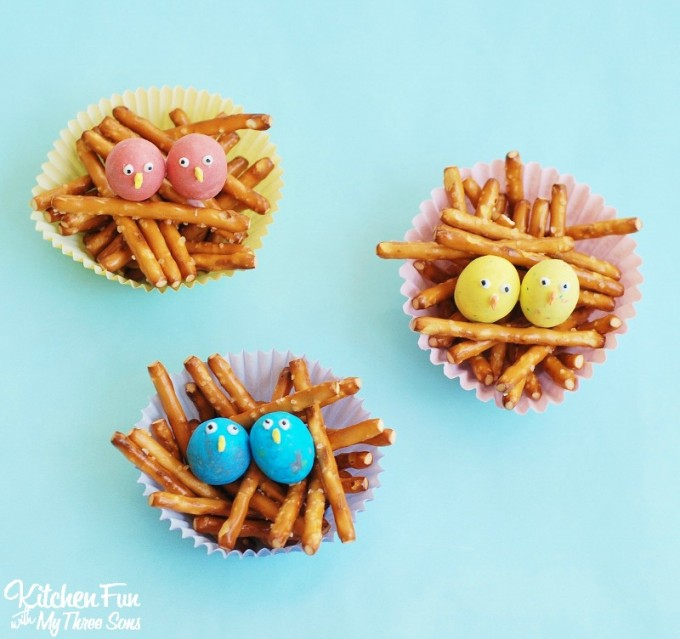Easy Baby Bird Treats...such a cute Easter class party idea that takes just minutes to make from KitchenFunWithMy3Sons.com