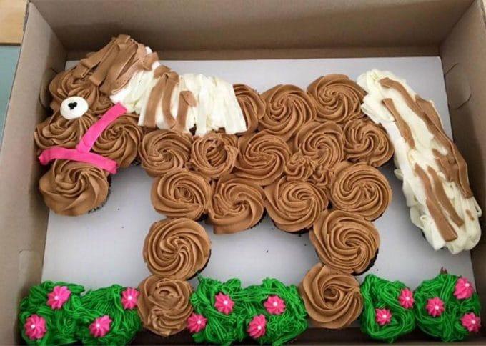 Pony Pull-Apart Cupcake Cake