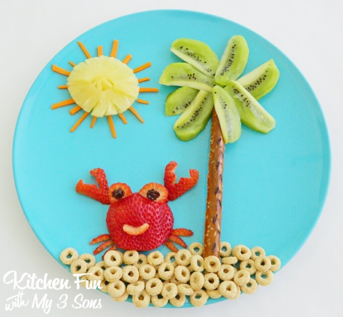 Crab on the Beach Healthy Fruit Snack for Toddlers & Kids!