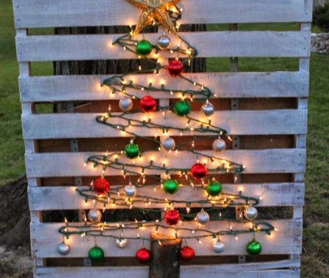 Lighted Wood Pallet Christmas Tree These Are The Best Diy Christmas Decorations