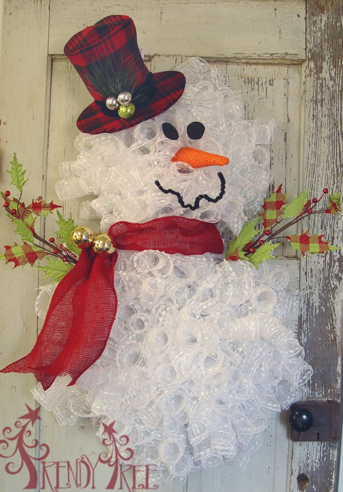 Homemade Snowman Wreath...these are the BEST Homemade Christmas Decorations & Craft Ideas!