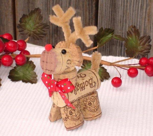 Reindeer Wine Cork Ornament....these are the BEST Homemade Christmas Ornament Ideas!