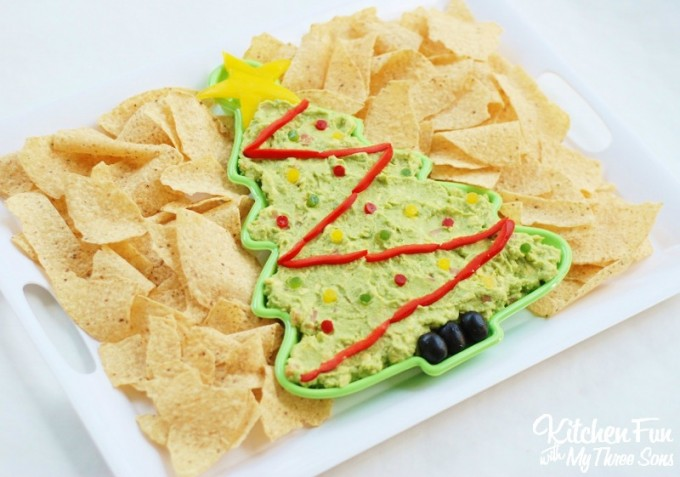 Christmas Tree Guacamole Dip