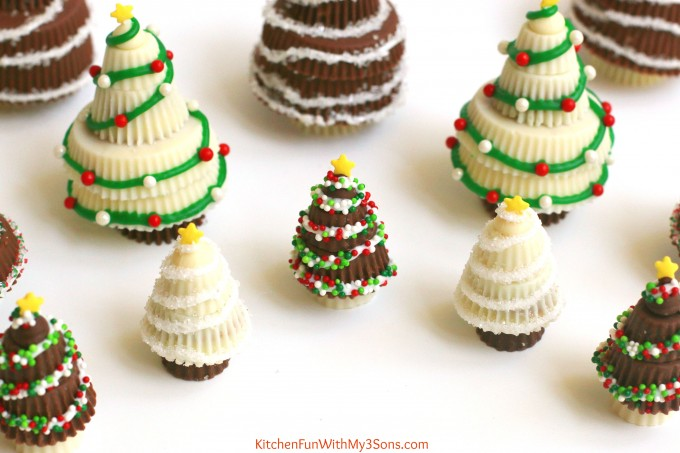 Reese's Peanut Butter Cup Christmas Trees....these are super easy & fun treats that the Kids will love for the Holidays!