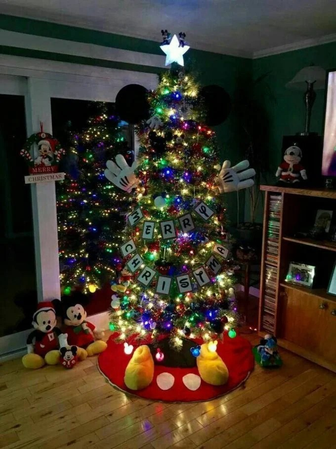 Mickey Mouse Christmas Tree...these are the BEST Christmas Tree Ideas!