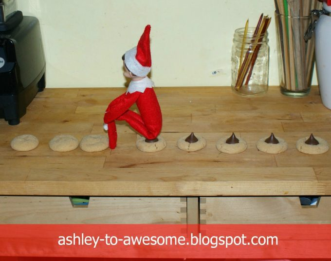 Pooping Kiss Cookie Elf