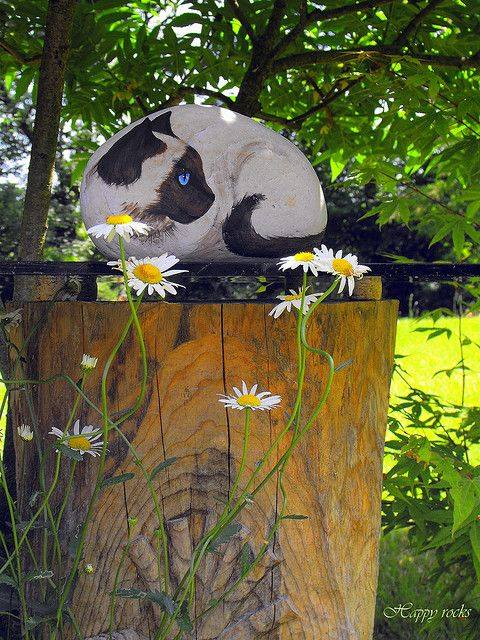 Siamese Cat Rock...these are the BEST Rock Painting Ideas!