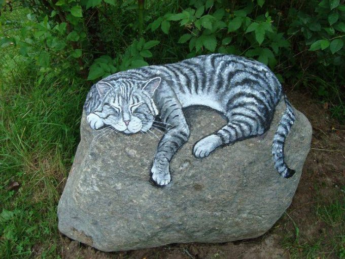 Cat Sleeping on a Rock...these are the BEST Rock Painting Ideas!