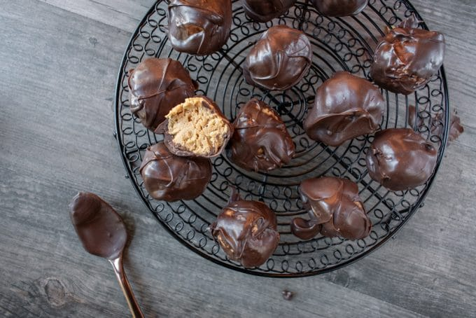 NO-Bake Chocolate Peanut Butter Buckeyes