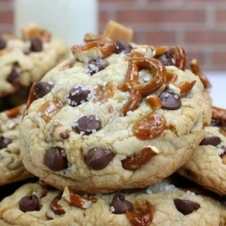 This Kitchen Sink Cookies recipe brings together everything you love about desserts into one cookie. The soft cookies are combined with the crunch of pretzels, with caramel and chocolate chips and then topped with sea salt. These cookies are sweet and salt, soft and crunchy and are absolutely amazing.