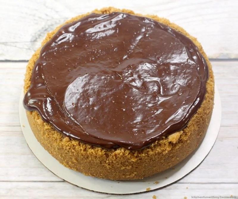 chocolate ganache on top of chake