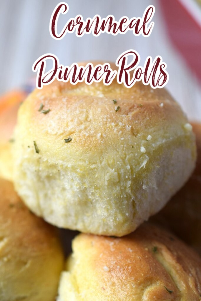 Cornmeal Dinner Rolls - A delicious side dish perfect for the holidays or any other weeknight meal. The cornmeal gives these rolls the perfect texture! Dinner Rolls | Dinner Roll Recipe | Cornmeal Recipe
