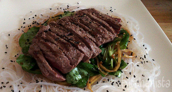 Japanse maaltijdsalade met biefstuk