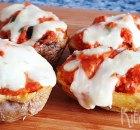 Krokante aardappelschillen met 'pizzavulling'