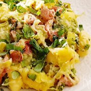 Gnocchi met bacon, tuinerwten, kaas en basilicum